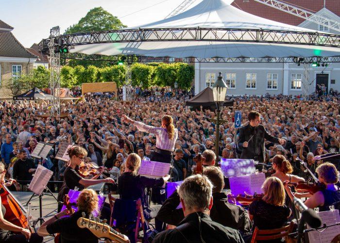 Koncert med Danmarks Underholdnignsorkester feat. Lis Sørensen og Pernille Rosendahl den 27. juni.